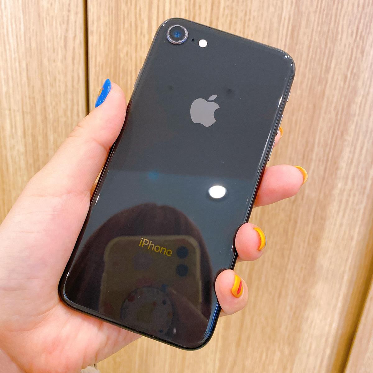iPhone8 256GB スペースグレー au△ 中古
