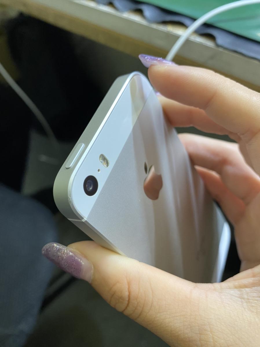iPhoneSE シルバー 64BG au◯ 中古
