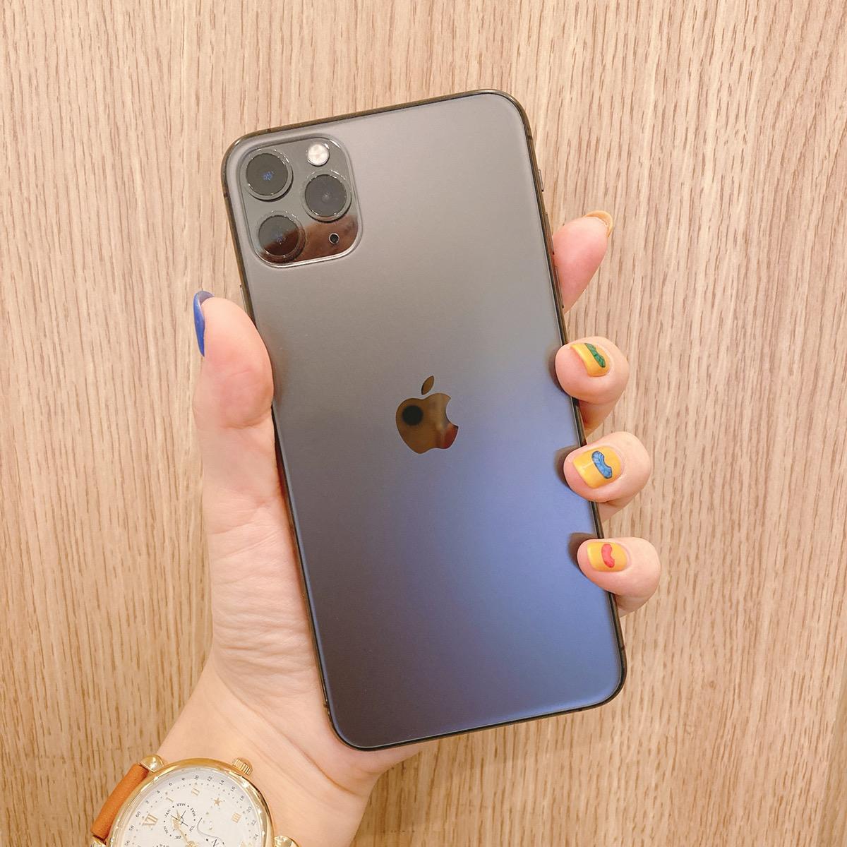 iPhone11Pro Max 256GB スペースグレー au△ 中古