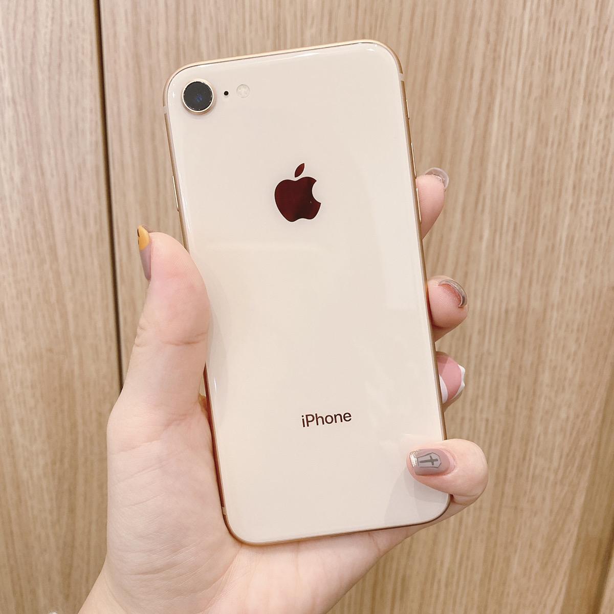 iPhone8 64GB ゴールド au△ 中古