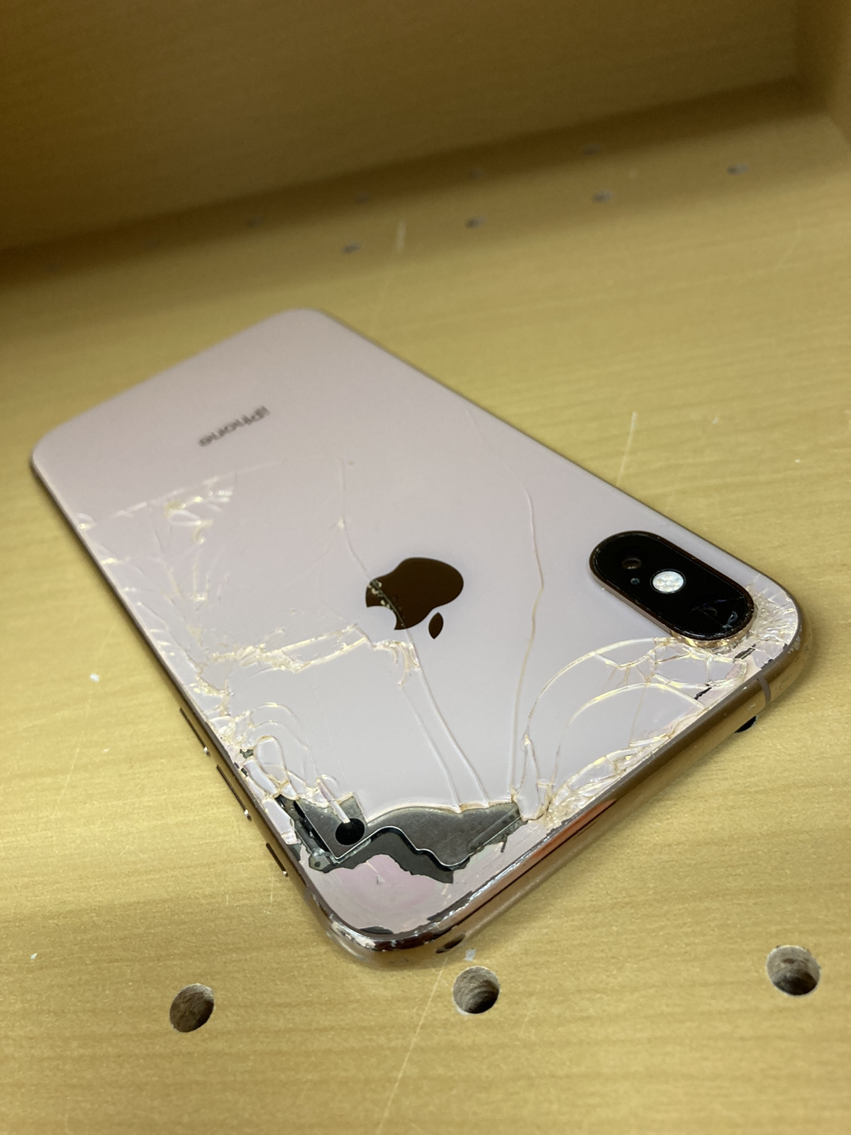 iPhoneXs 256GB SIMフリー(背面割れ)