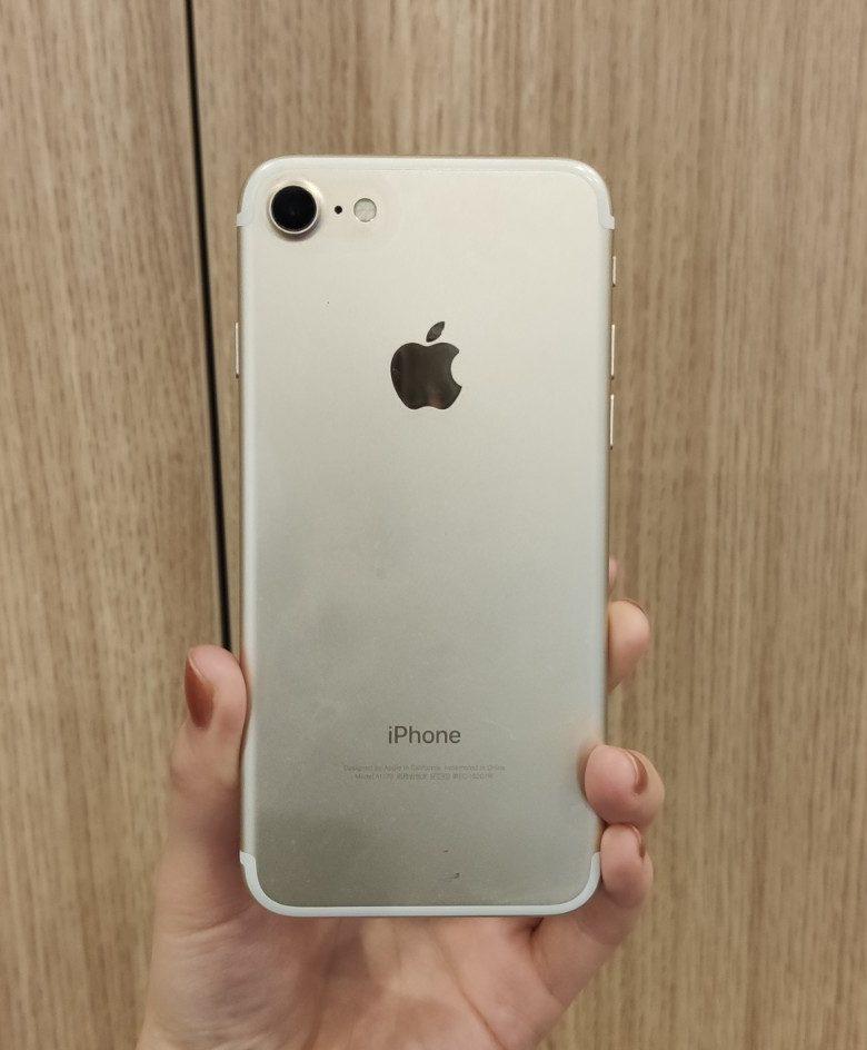 iPhone7 128GBゴールドau 〇 中古 SIMロック解除済
