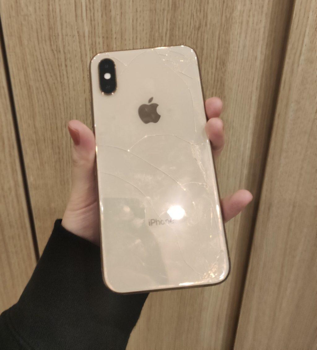 iPhoneXS 256GB ゴールドDocomo △ジャンク SIMロック解除済