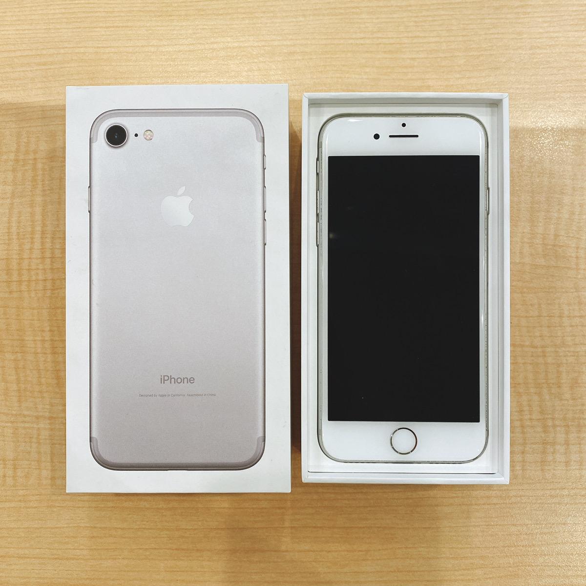 iPhone7 128GB シルバー au〇 中古