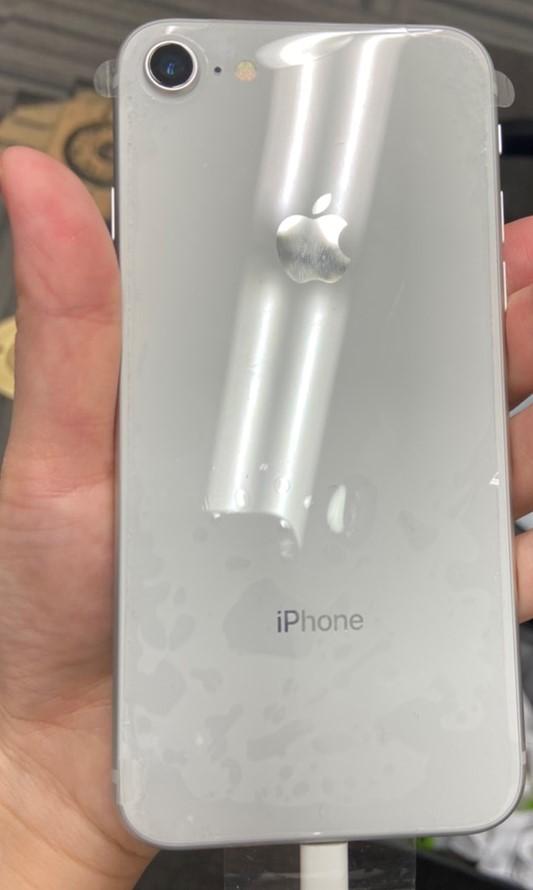 iPhone8 64GB シルバー