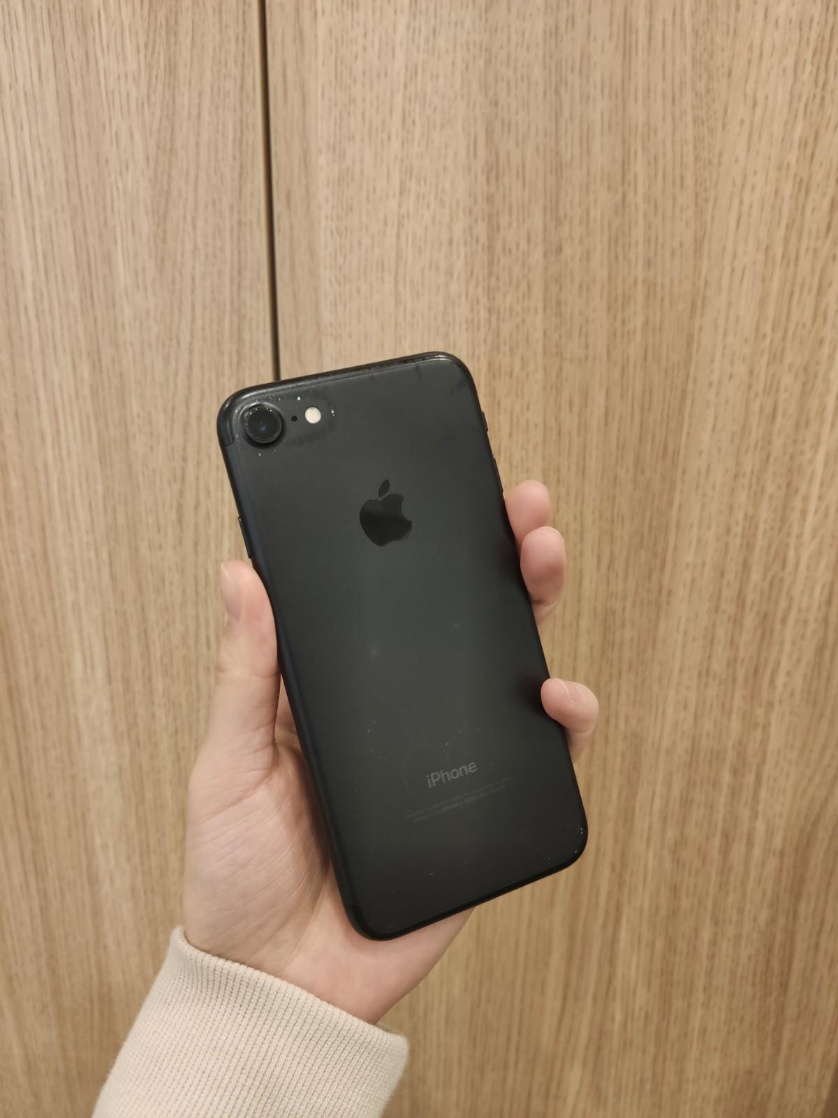 iPhone7 32GB au ○ ジャンク品