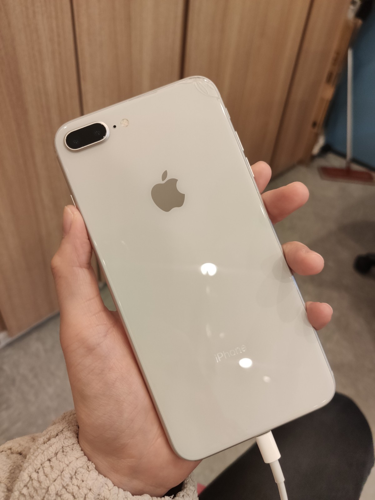 iPhone8Plus 64GB シルバーSIMフリー 背面割れ 画面傷