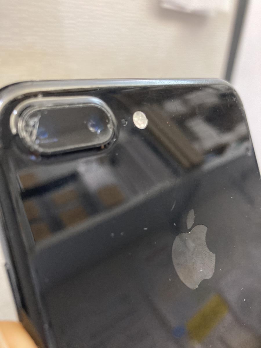カメラレンズが割れたiPhone