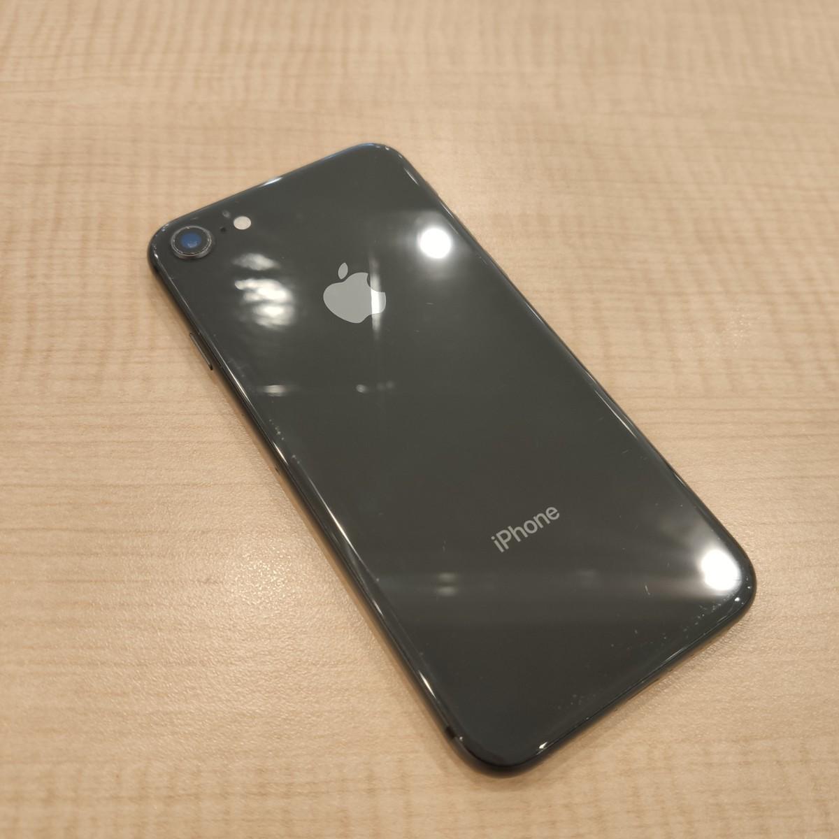 iPhone8256GBスペースグレーDocomo〇