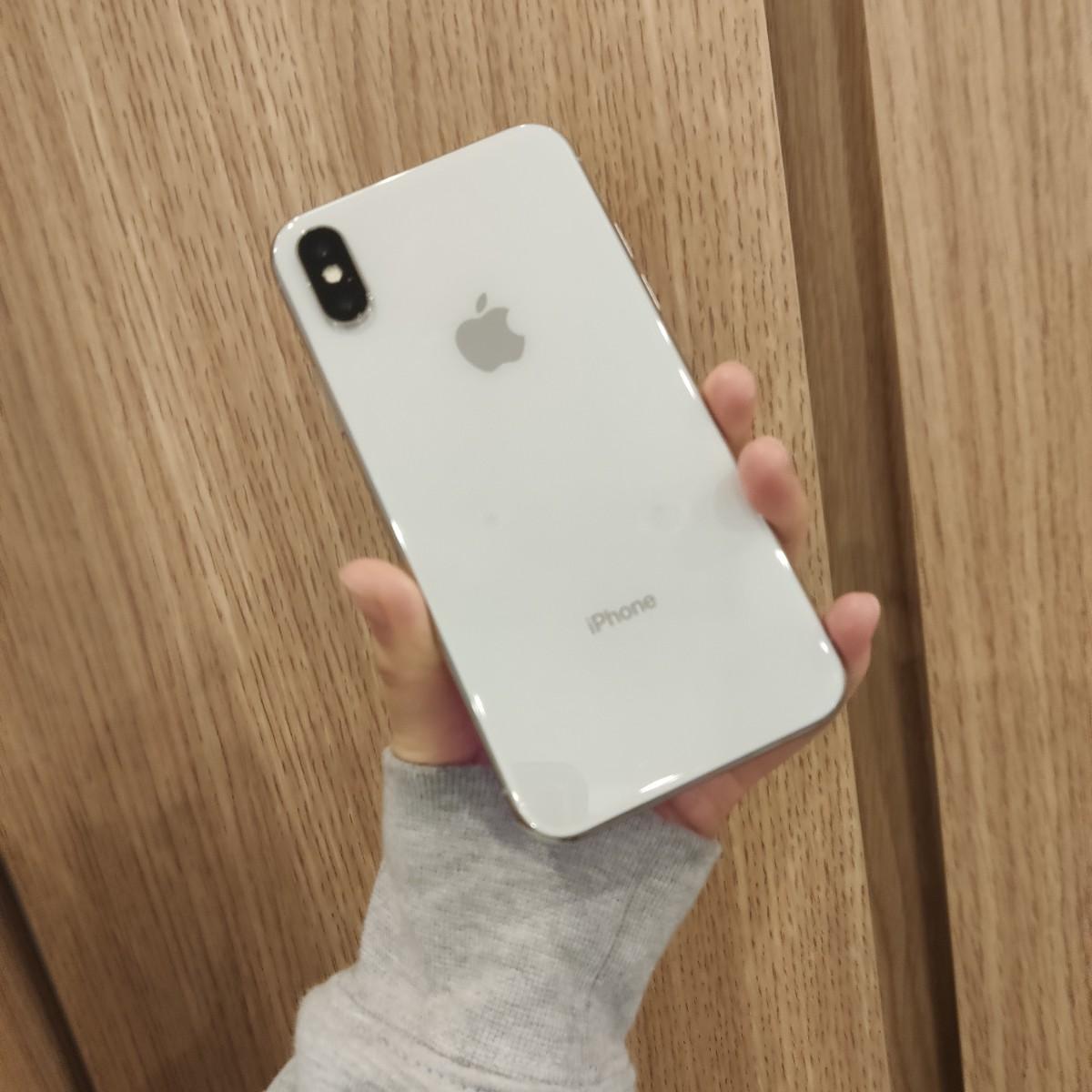 iPhoneX 64GB シルバー au○