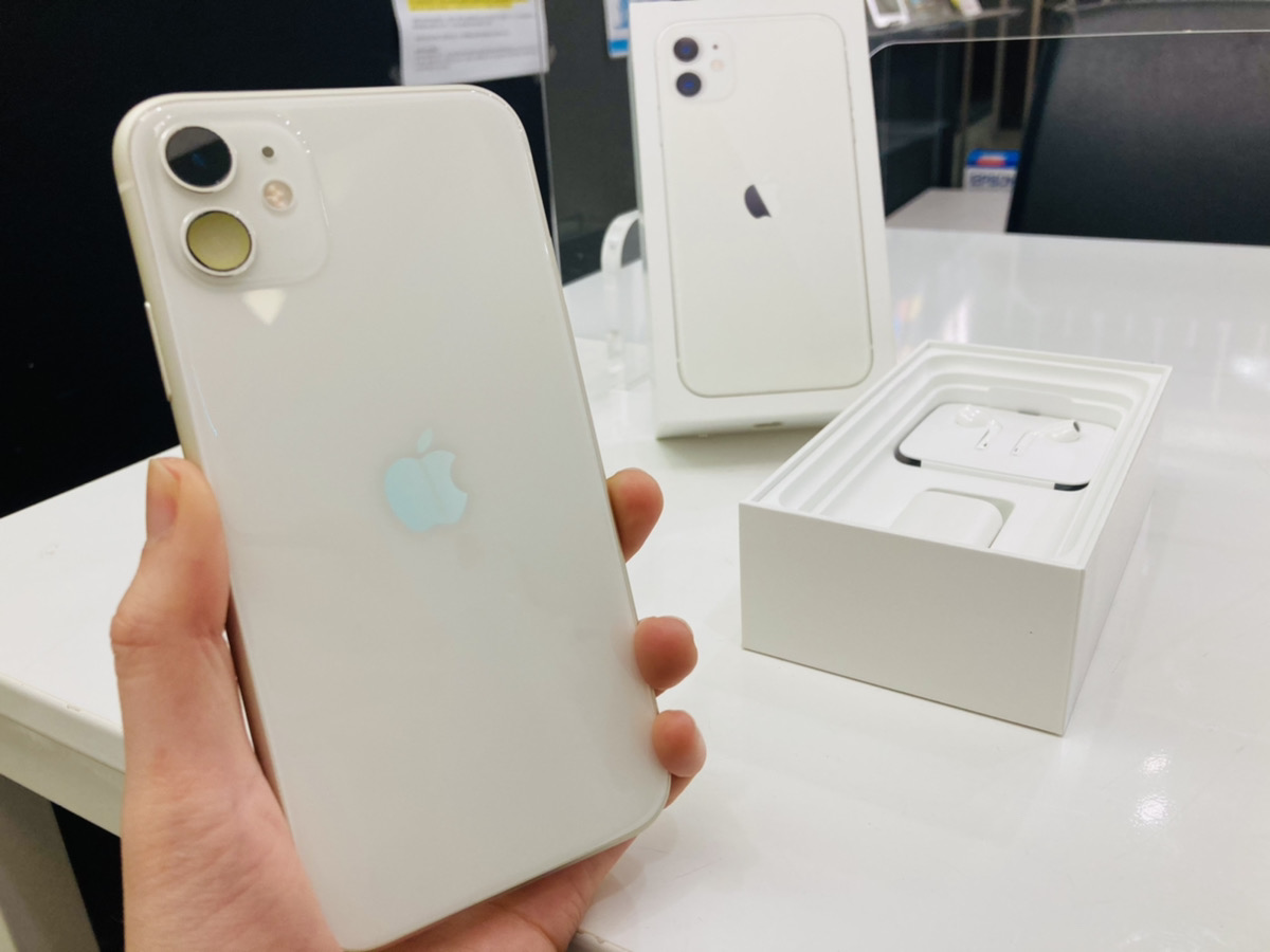 iPhone11 128GB ホワイト ドコモ△ 中古箱付属品あり