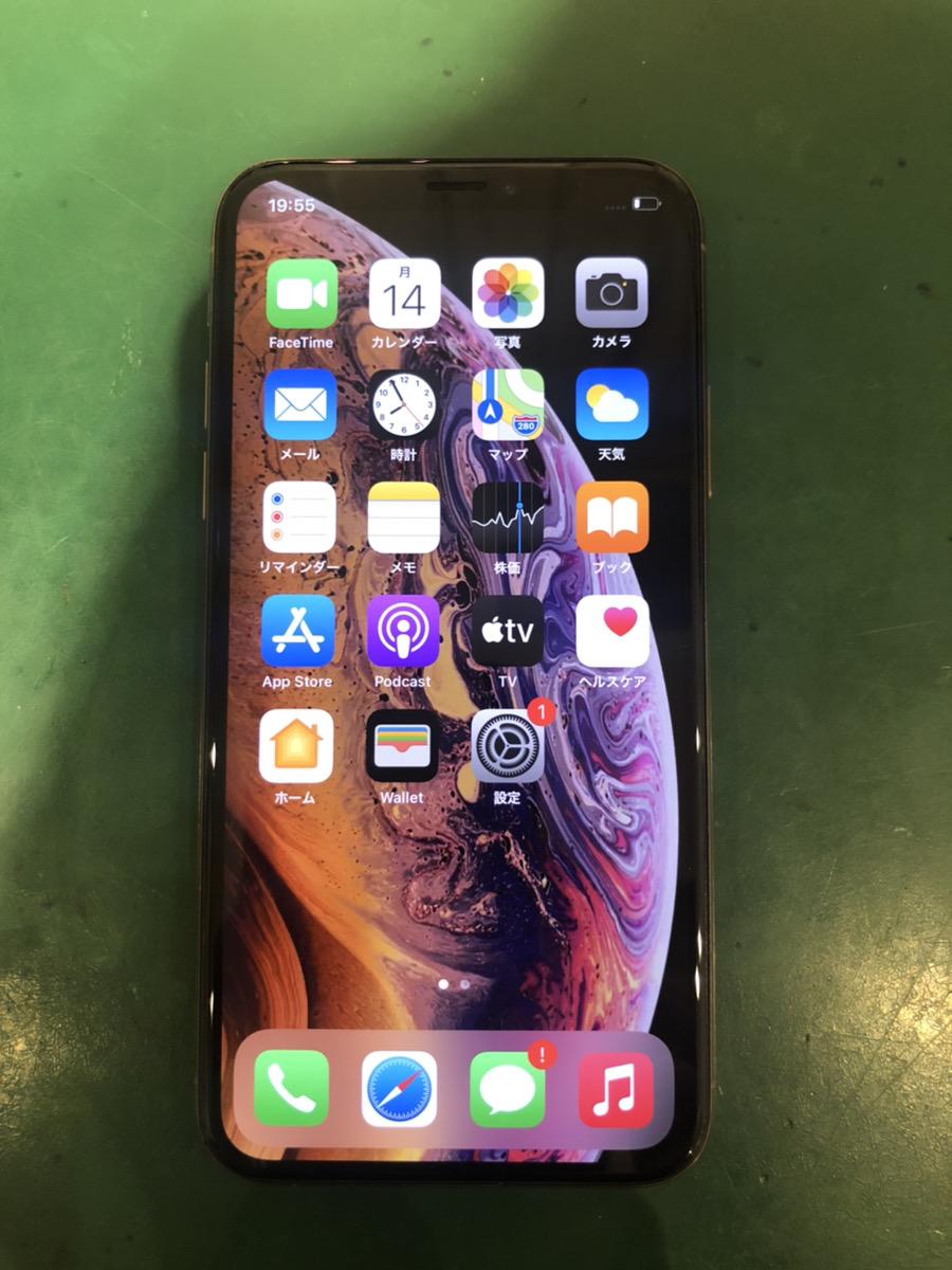 iPhoneXS256GBゴールドau△中古