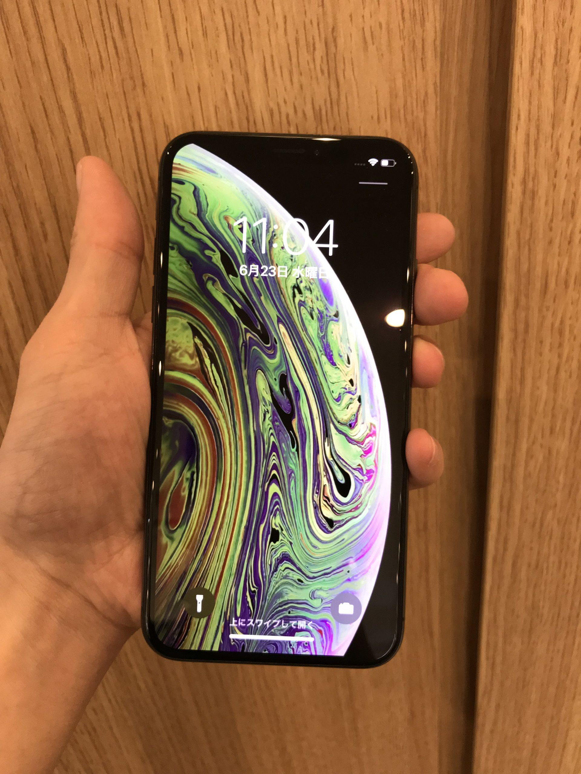iPhoneXS 64GB スペースグレー Docomo 〇 中古