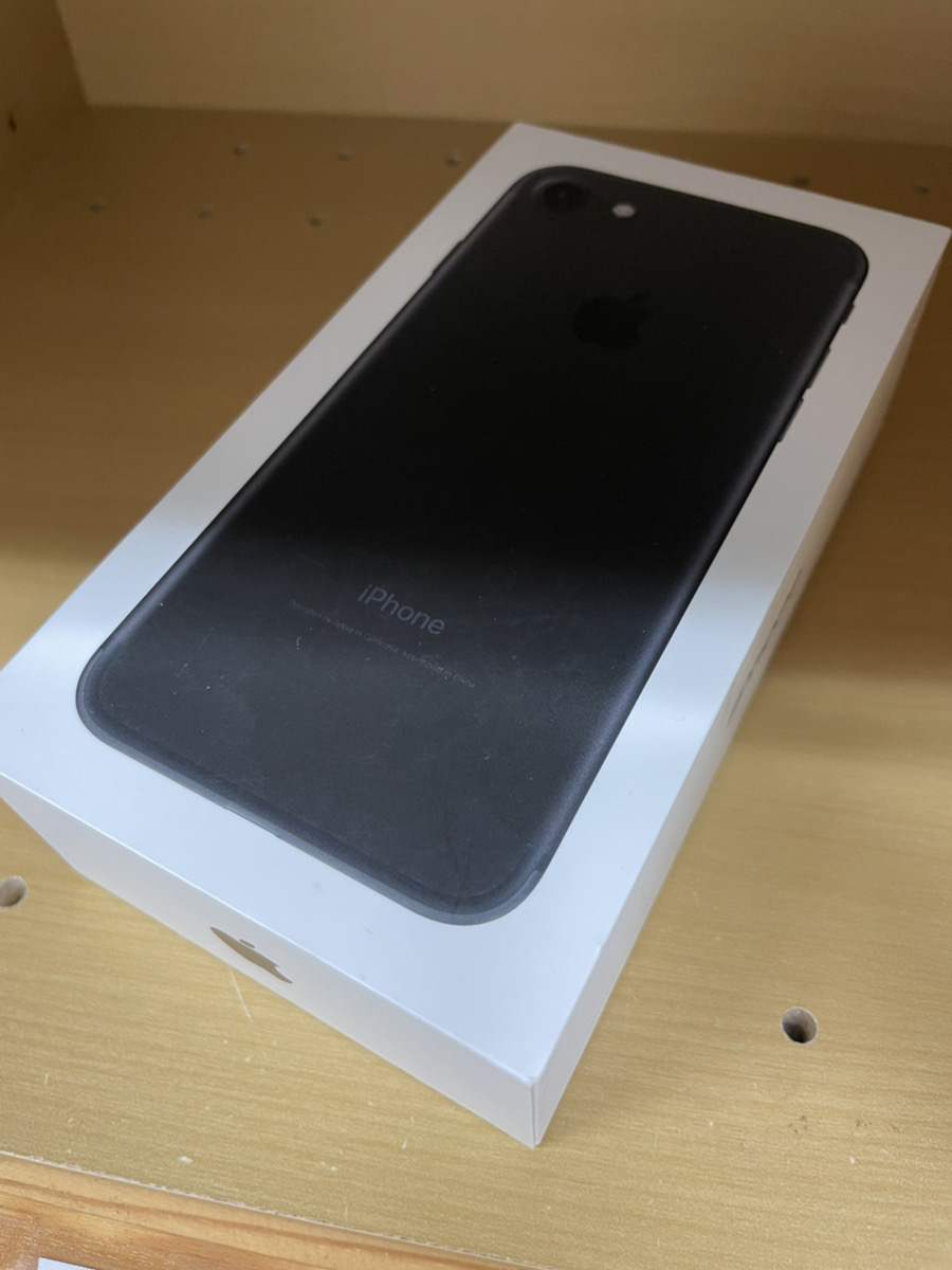 iPhone732GBブラックSoftbank〇中古品