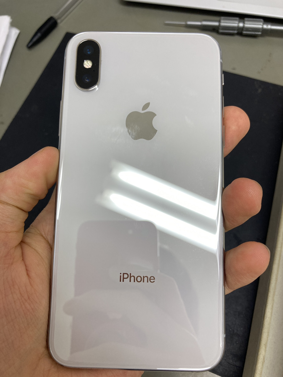 iPhoneX 64GB ホワイト docomo○ 液晶不良 ジャンク品