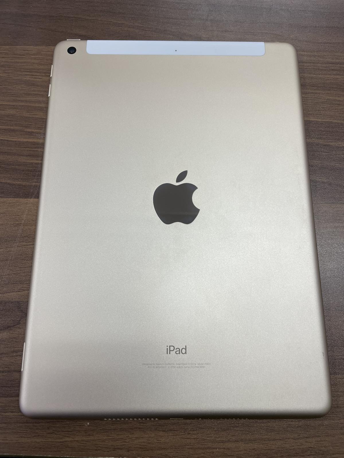 iPad 5 32GB ゴールド au△ 中古
