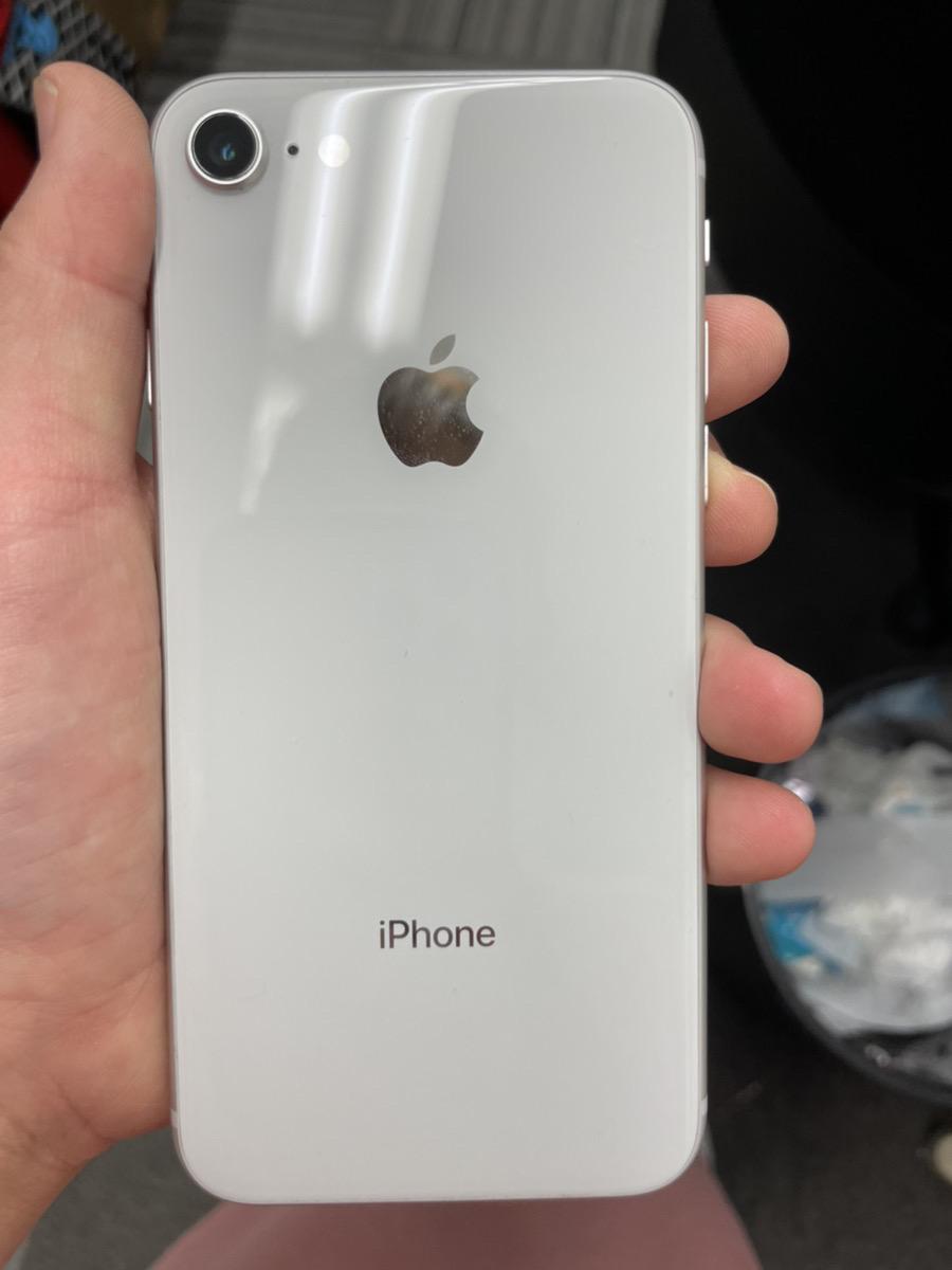 iPhone8 64GB ホワイト SoftBank○ 中古 SIMロック解除品