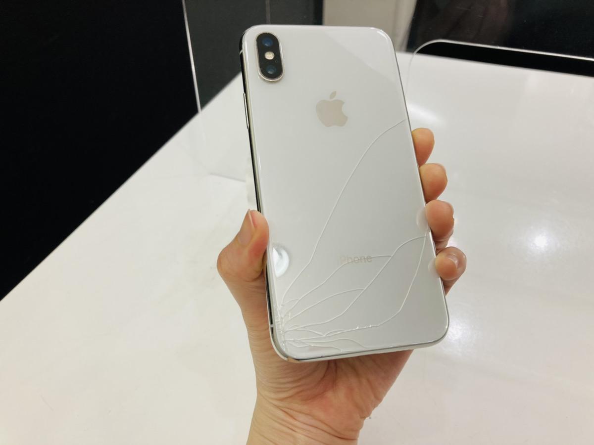 iPhoneX 256GB シルバー docomo○ 中古バックパネル割れ本体のみ