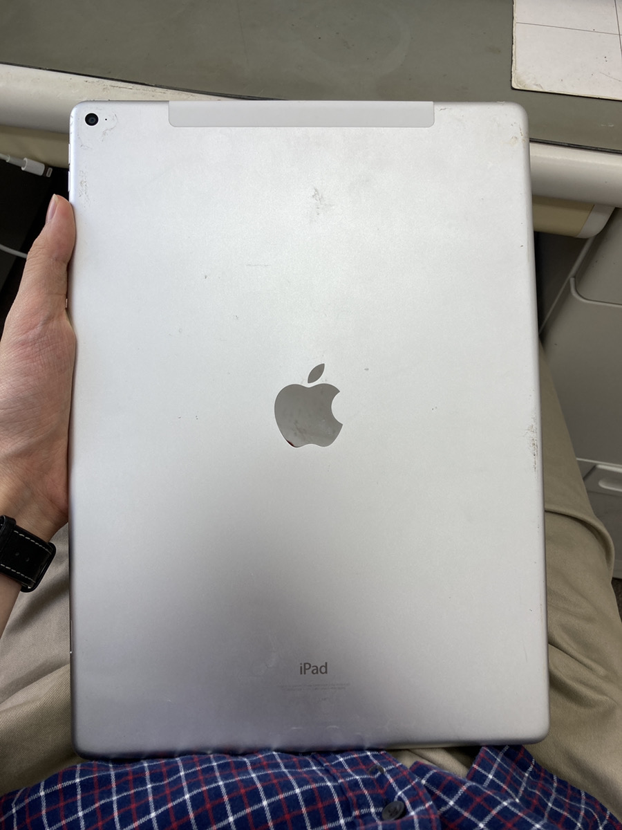 iPadPro12.9初代 128GB シルバー au〇 故障品
