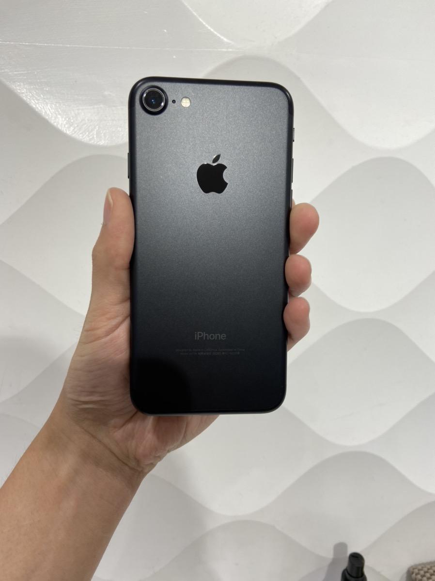 iPhone7 32GB au○ ブラック 中古 SIMロック解除済