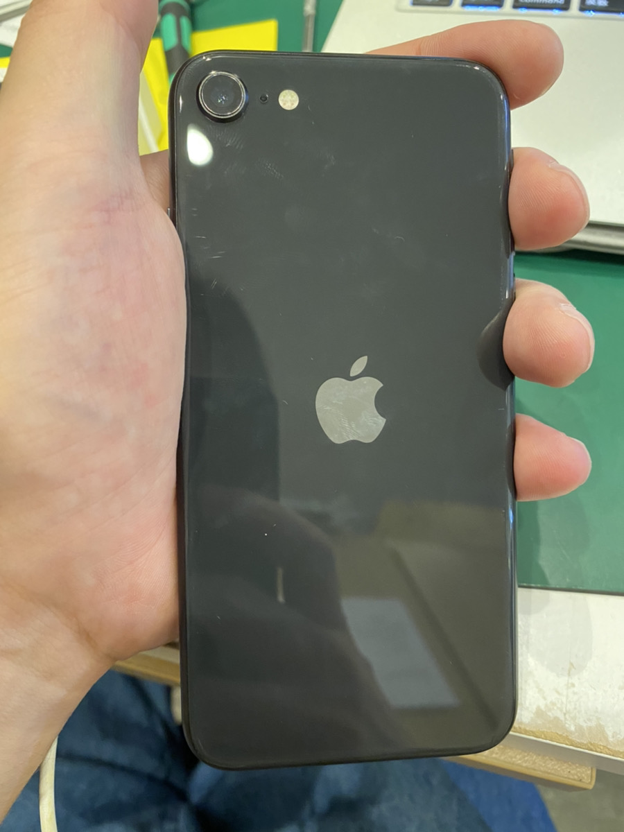 iPhoneSE2 64GB ブラック au ○ 中古
