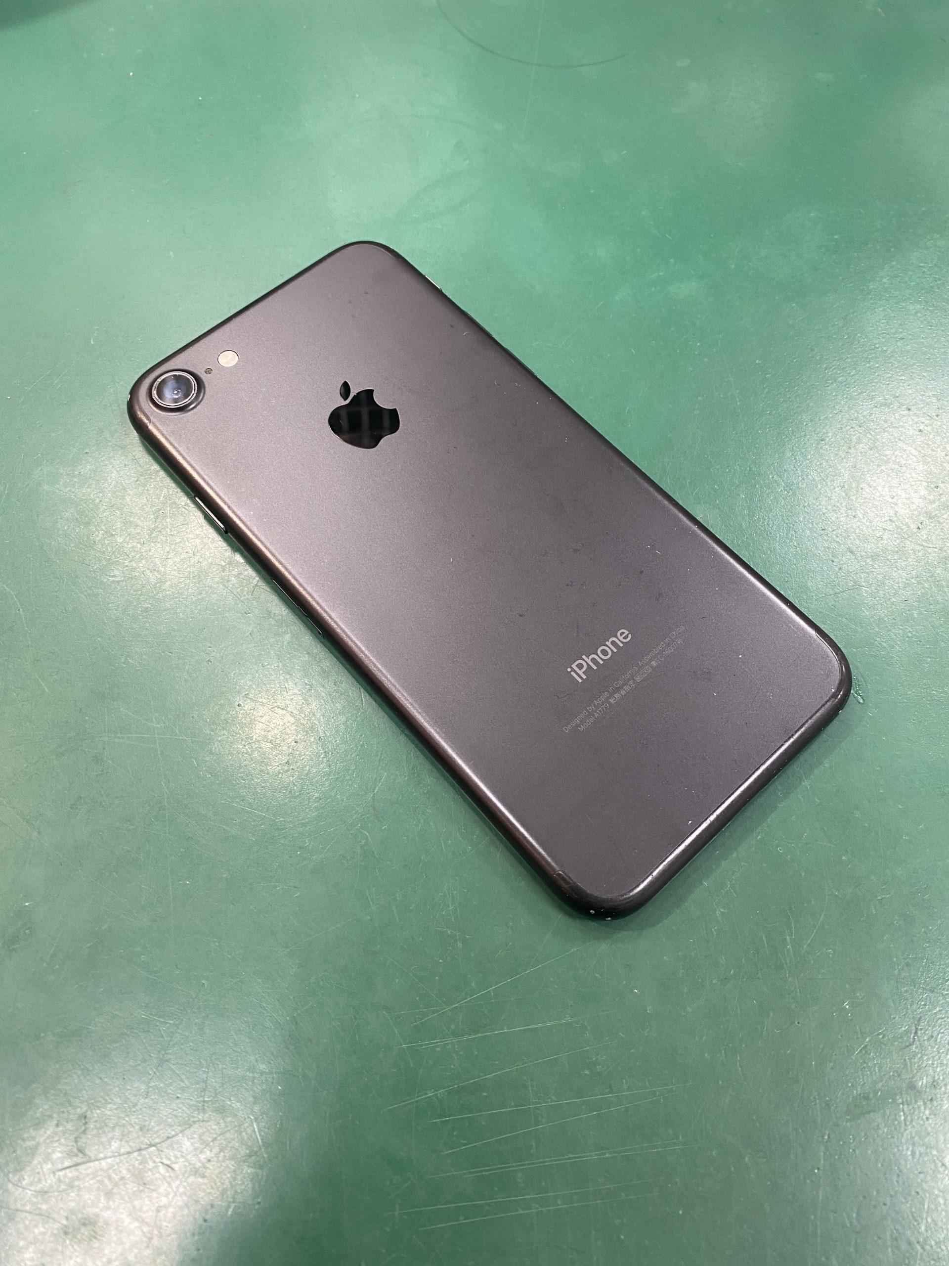 iPhone7128GBブラックDocomo〇中古 SIMロック未解除