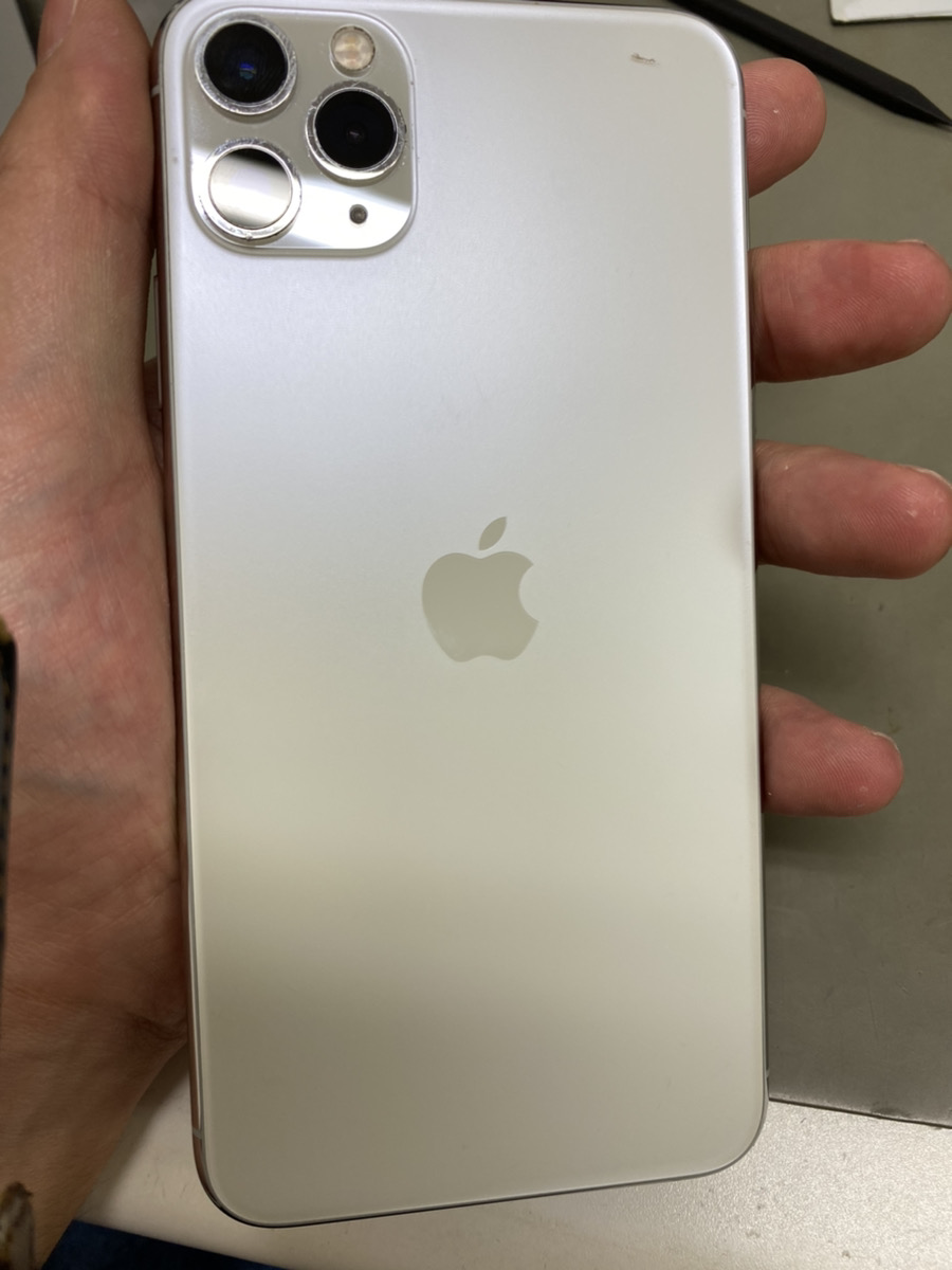IPhone11 Pro maxホワイト 256GB au△ 本体のみ 中古品