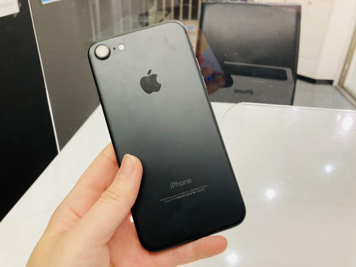 iPhone7 128GB ブラック simフリー 中古本体のみ