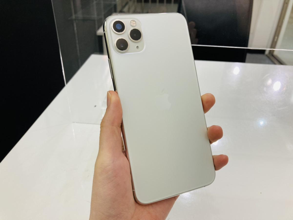 iPhone11ProMax 256GB シルバーdocomo○ 中古本体のみ