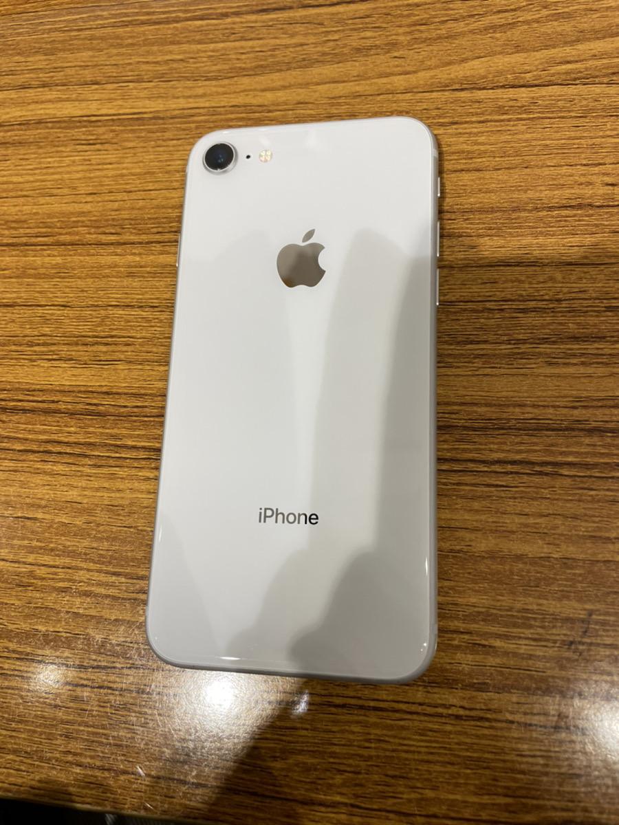 iPhone8 シルバー 64GB au ○ 中古 SIMロック解除品