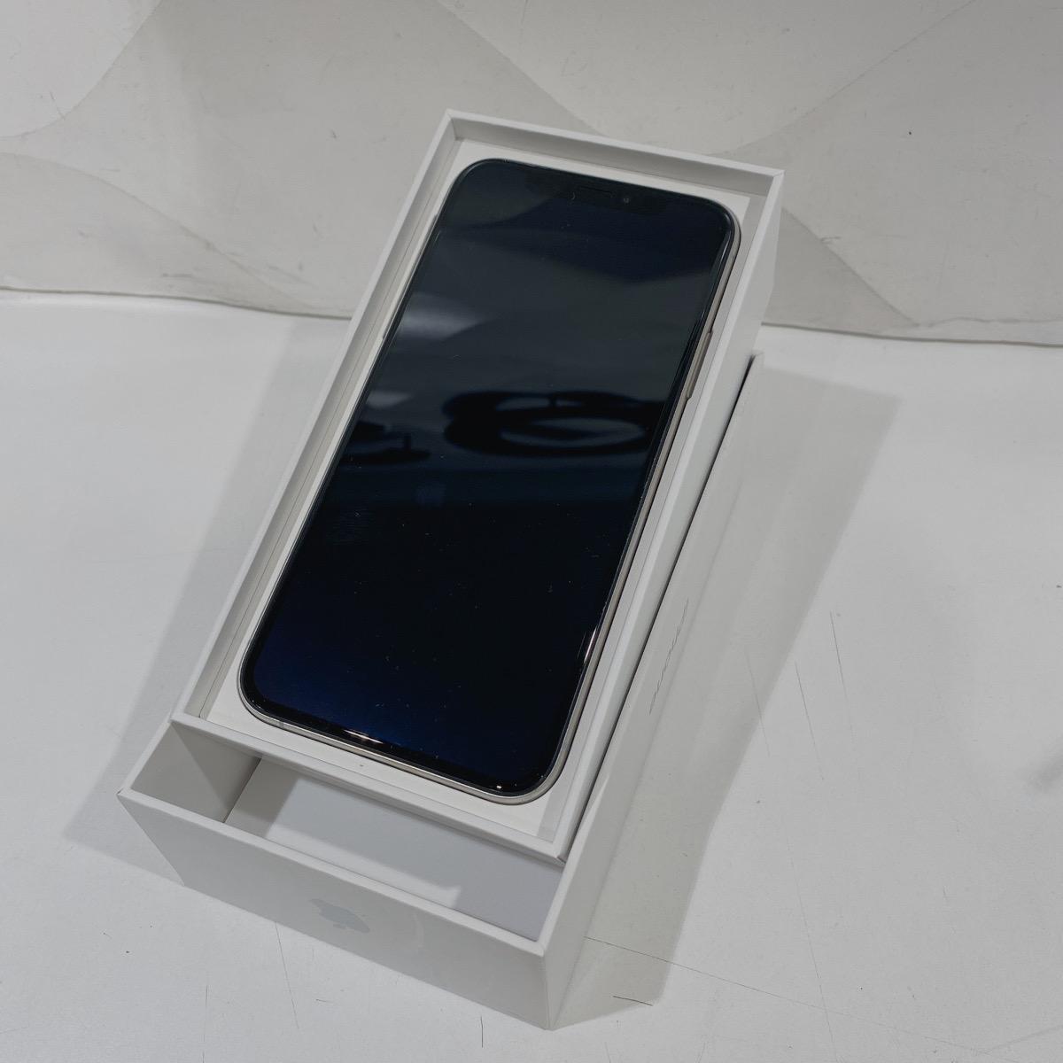 iPhoneXS256GB シルバー Docomo〇 中古 箱あり